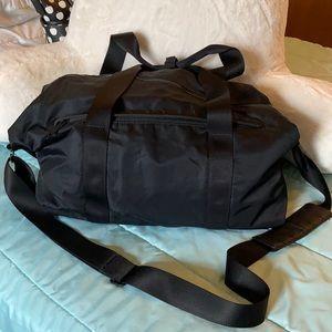 Lululemon duffle bag with shoulder strap